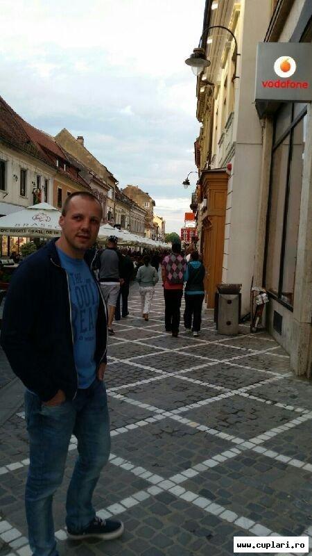 Caut frumoase fete din Brașov